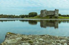Widok Carew rzeka, Pembrokeshire od pływowego stawu zdjęcia royalty free