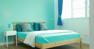 Widok chłopiec sypialnia w eleganckim, classically projektujący do domu zbiory wideo