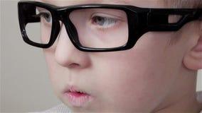 Widok chłopiec w szkłach zbiory