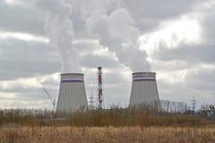 Widok chłodnicy Kaliningrad CHPP-2 w wiosna dniu Obraz Stock