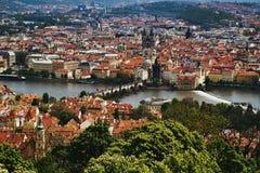 Widok Charles most od Petrinska rozhledna wierza w sping Praga w republika czech Zdjęcia Royalty Free