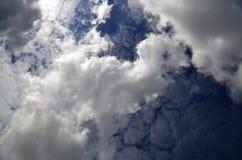 Widok chmury w niebieskim niebie Zdjęcia Stock
