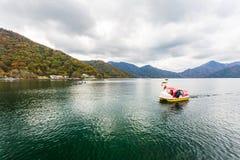 Widok Chuzenji jezioro w jesień sezonie, Nikko, Japonia zdjęcie stock