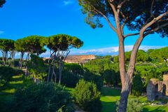 Widok Colosseum Coliseo od Romańskiego forum w Rzym, Włochy zdjęcie royalty free