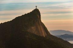 Widok Corcovado góra w Rio De Janeiro przy wschód słońca EditMoveRe-importQueueESPDelete obrazy royalty free