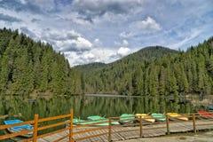 Widok Czerwony jeziorny Rumunia Fotografia Royalty Free