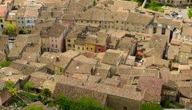 Widok dachy miasteczko grzebień, Drome, Francja fotografia royalty free