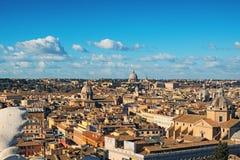 Widok dachy Rzym linia horyzontu od z zabytkiem Vittorio Emanuele przy piazza Venezia w Rzym, Włochy Zdjęcia Stock