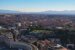 Widok dachy Rzym linia horyzontu z wierzchu kopuła świętego Peter ` s bazyliki Zima ranek rome Włochy Zdjęcia Stock