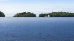 Widok denna zatoka z wyspami i dennym holownikiem Zdjęcie Royalty Free