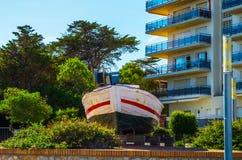 Widok deptak w nadmorski miasteczku po środku, Fotografia Royalty Free