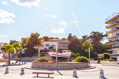 Widok deptak w nadmorski miasteczku po środku, Zdjęcie Royalty Free