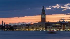 Widok doży ` s pałac i dzwonnica St Mark ` s Katedralny dzień nocy timelapse włochy Wenecji zbiory wideo