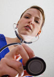 Widok doktorski/pielęgniarka od łóżka Fotografia Stock