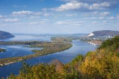 Widok dolina Volga rzeka od wzgórza Zdjęcia Stock