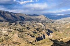 Widok dolina w Colca jarze, Peru Zdjęcia Royalty Free