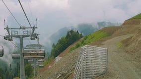 Widok dolinny góry krzesła dźwignięcie od poruszającego krzesła dźwignięcia zdjęcie wideo
