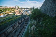 Widok Douro rzeka i Dom Luis most od funicular Obrazy Stock