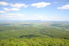 Widok drzewa, góry, wzgórza, pola i wioski, Obrazy Stock