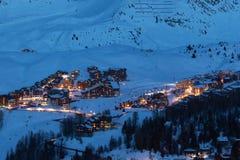 Widok duża wysokość ośrodki narciarscy w Francuskich Savoy Alps w zmierzchu: Plagne Centre, Plagne Soleil i Plagne wioska, obrazy royalty free