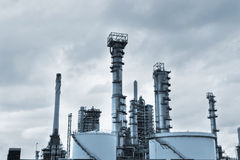 Widok duży rafineria ropy naftowej zdjęcia stock