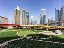 Widok Dubai infrastruktura i ogrodnictwo zdjęcia stock