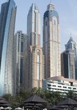 Widok Dubaj wysocy budynki od dennego przodu Zdjęcie Stock