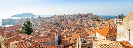 Widok Dubrovnik czerwoni dachy w Chorwacja przy zmierzchu światłem zdjęcia stock
