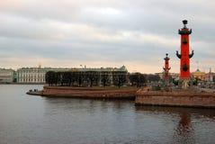 Widok Dziobowe kolumny i eremu muzeum w Petersburg, Rosja Fotografia Royalty Free