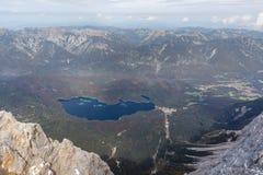 Widok Eibsee, swój jezioro i otaczający obszar, Zdjęcia Royalty Free