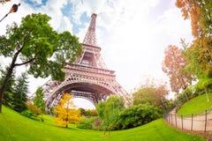 Widok Eifel wierza od bellow w Paryż Zdjęcie Stock