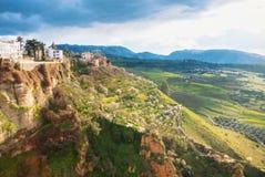 Widok El Tajo wąwozu jar, tradycyjni andalusian domy przy zdjęcie royalty free