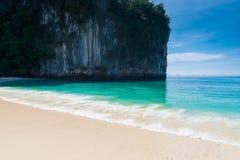 Widok falezy i turkusu woda Andaman morze, Hong Ja Zdjęcia Stock