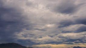 widok fantastyczny dziwaczny ruch białe błękitne chmury zdjęcie wideo