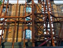 Widok fasadowa konserwacja, odbudowywa? dziejowego budynku/ obraz stock