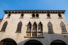 Widok fifteenth wiek buduje Palazzo Cavalli w piazza dell'Antenna, Soave fotografia stock