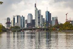 Widok Frankfurt główna ` s linia horyzontu - Am - Zdjęcia Royalty Free
