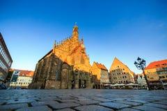 Widok Frauenkirche w starej grodzkiej części Nurnberg obrazy royalty free