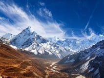 Widok góra Ama Dablam z pięknym niebem Obrazy Stock
