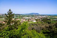 Widok góra Conero na Adriatyckim morzu Włochy obrazy stock