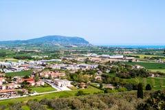 Widok góra Conero na Adriatyckim morzu Włochy Zdjęcia Royalty Free