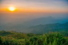 Widok górski na wschodzie słońca przy Północnym Tajlandia Zdjęcie Stock