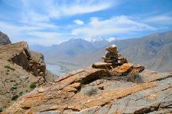 Widok górski od szczytu w Spiti dolinie fotografia royalty free
