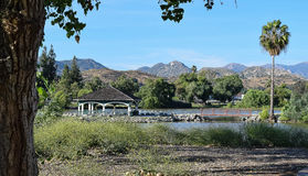 Widok góry przy Lindo jeziora parkiem w brzeg jeziora i Gazebo, Kalifornia blisko San Diego Zdjęcia Royalty Free