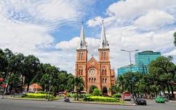 Widok główny kościół przy dzielnicą biznesu w Saigon, Wietnam fotografia royalty free