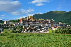 Widok Ganden Sumtseling Tibetian świątynia w Zhongdian, Chiny fotografia stock