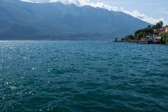Widok Garda jezioro od Limone sul Garda, Brescia, Włochy Obraz Royalty Free
