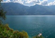 Widok Garda jezioro od Limone sul Garda, Brescia, Włochy Zdjęcia Stock