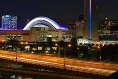 Widok Gardiner autostradą w Toronto przy nocą Zdjęcie Royalty Free