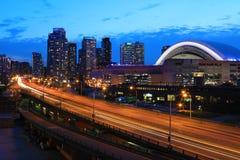 Widok Gardiner autostradą w Toronto po zmroku Fotografia Royalty Free